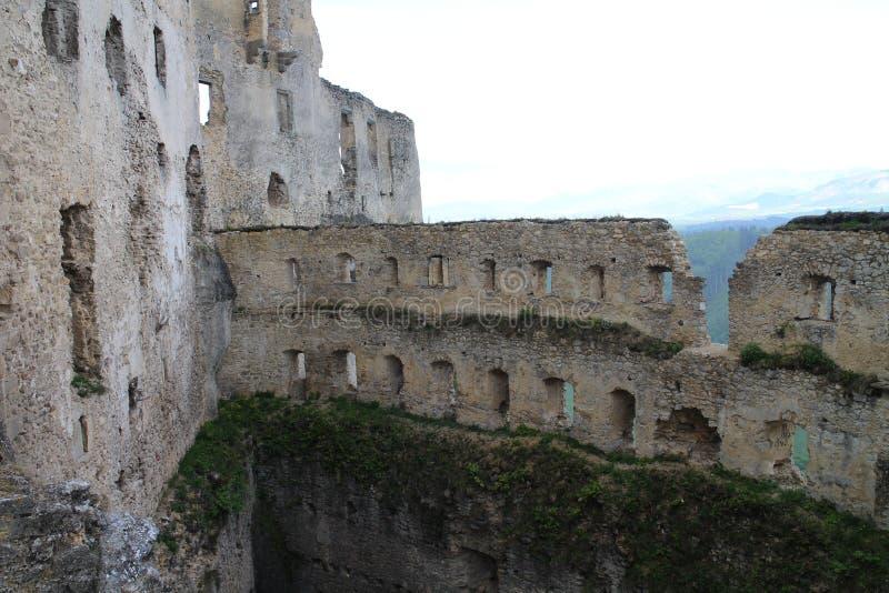 Grand rondeau dans le château de Lietava, secteur de Žilina images stock