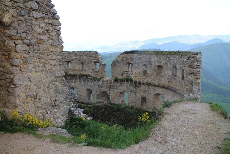 Grand rondeau dans le château de Lietava, secteur de Žilina image stock