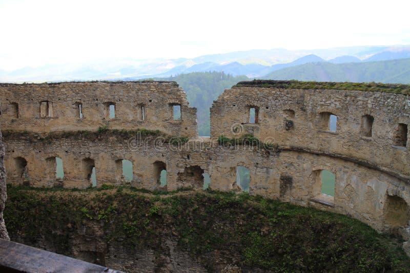 Grand rondeau dans le château de Lietava, secteur de Zilina photos stock