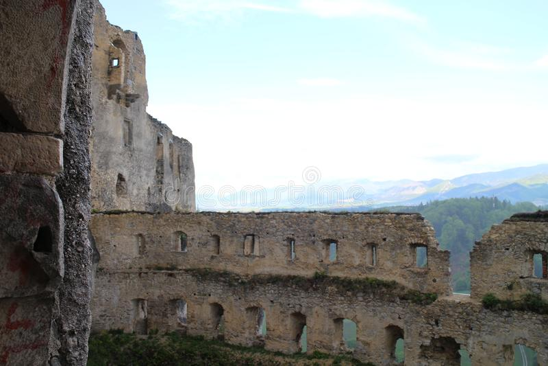 Grand rondeau dans le château de Lietava, secteur de Zilina image stock