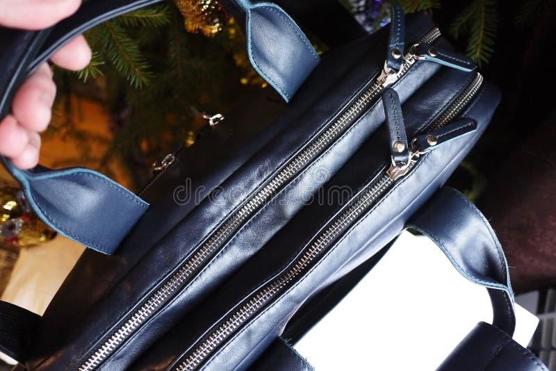 Grand sac fait de cuir véritable Pour des affaires, des vacances et tout autre stockage de vos documents Élégant, beau, cher image libre de droits
