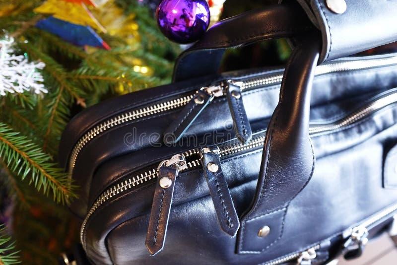 Grand sac fait de cuir v?ritable Pour des affaires, des vacances et tout autre stockage de vos documents ?l?gant, beau, cher photos libres de droits