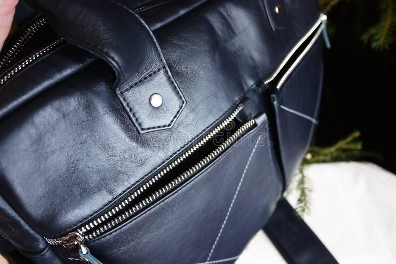 Grand sac fait de cuir v?ritable Pour des affaires, des vacances et tout autre stockage de vos documents ?l?gant, beau, cher images stock
