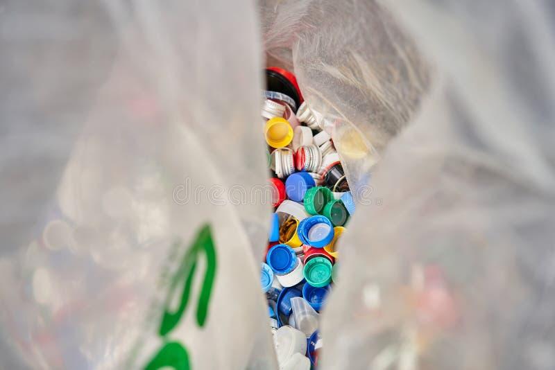 Grand sachet en plastique pour la réutilisation Récupération de place distincte photo libre de droits