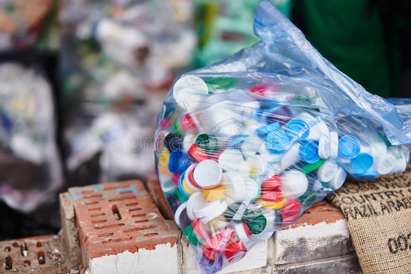 Grand sachet en plastique pour la réutilisation Récupération de place distincte image libre de droits