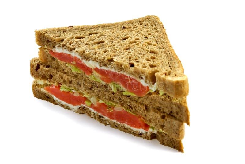 Grand sandwich avec un saumon images stock