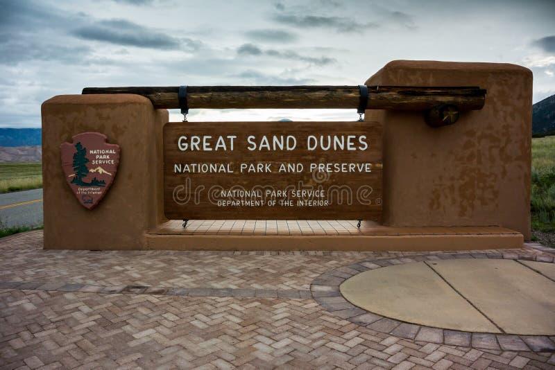Grand signe de dunes de sable image stock