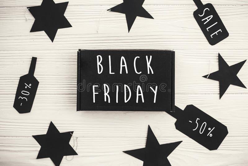 Grand signe des textes de vente de Black Friday, configuration plate minimalistic spécial images libres de droits