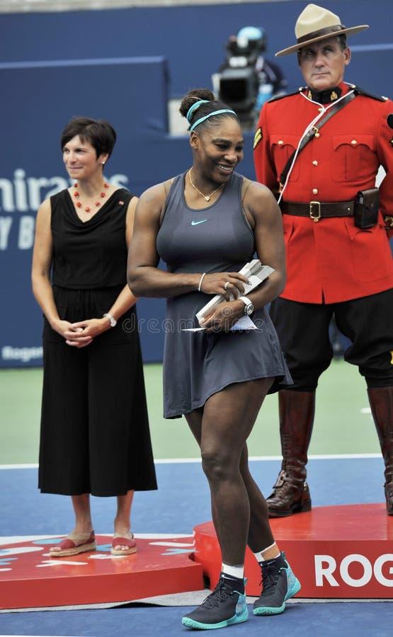 Grand Slam-Kampioen Serena Williams van Verenigde Staten tijdens trofeepresentatie na haar definitieve gelijke bij 2019 Rogers Cu stock foto's
