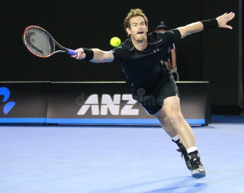 Grand Slam-Meister Andy Murray von Vereinigtem Königreich in der Aktion während seines Australian Open-Endspiels 2016 stockfotografie