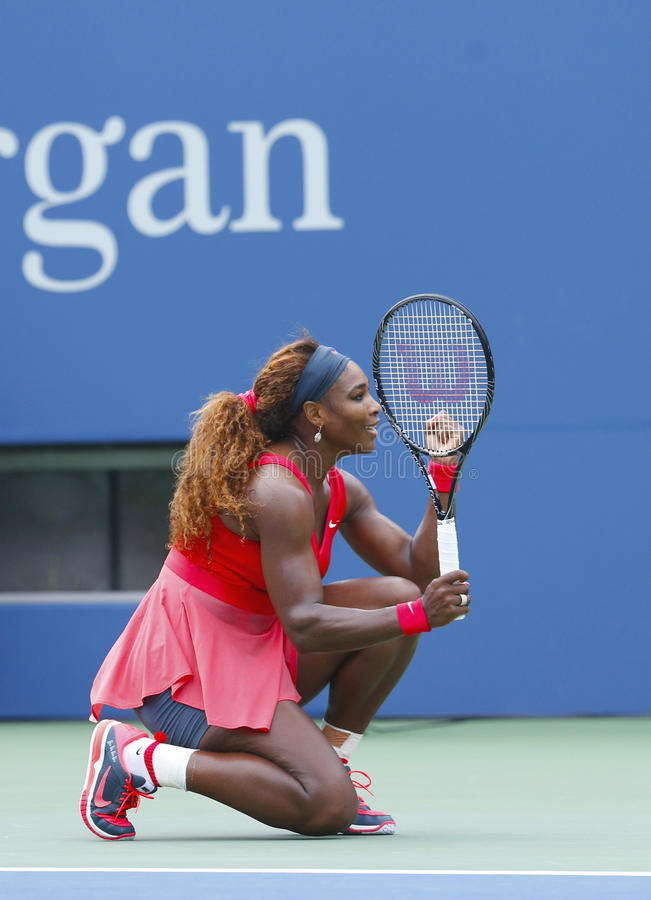 Grand Slam-Meister Serena Williams während des vierten Rundenmatches an US Open 2013 lizenzfreies stockfoto