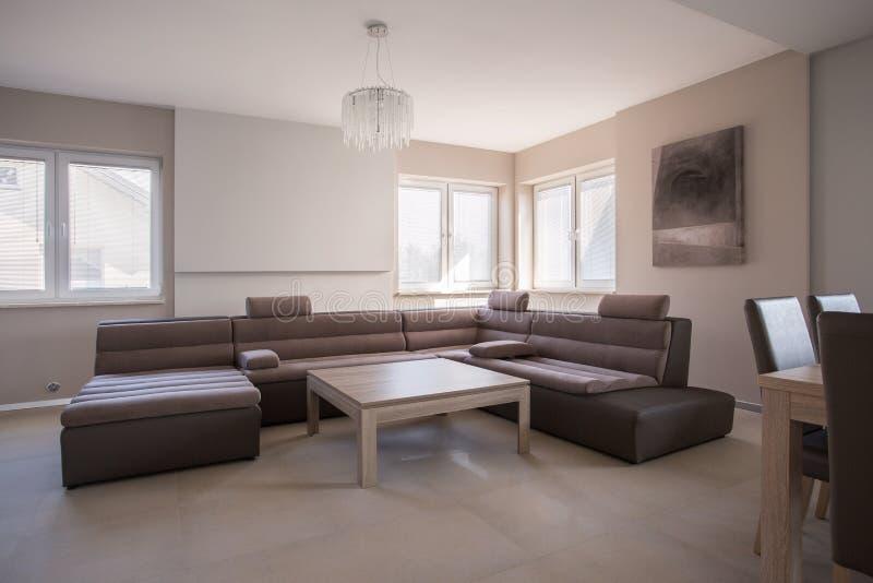Grand sofa exagéré images stock