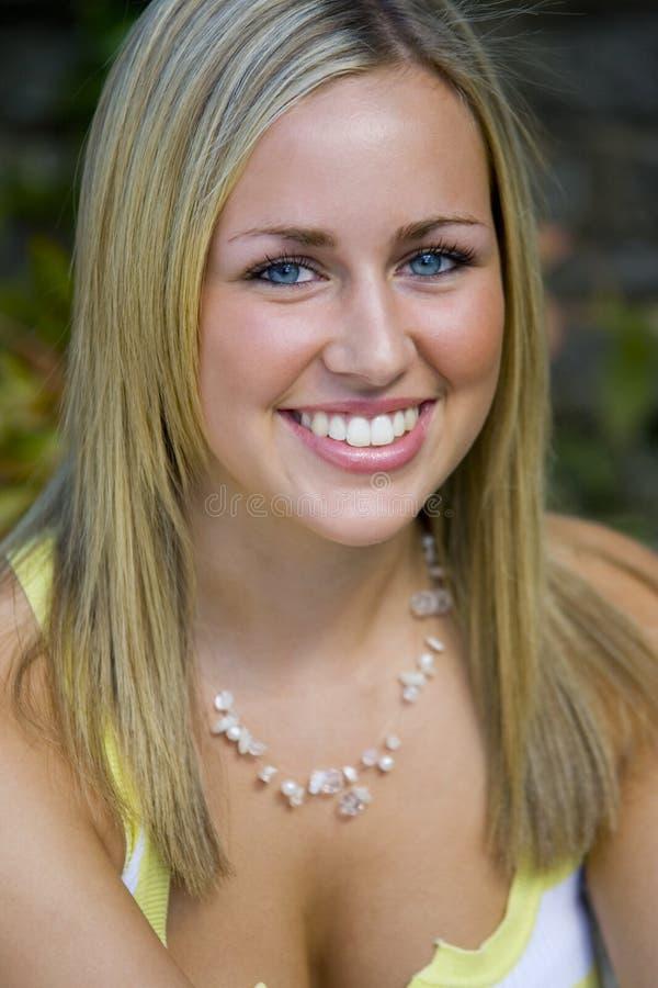 Grand sourire de œil bleu aussi photos libres de droits