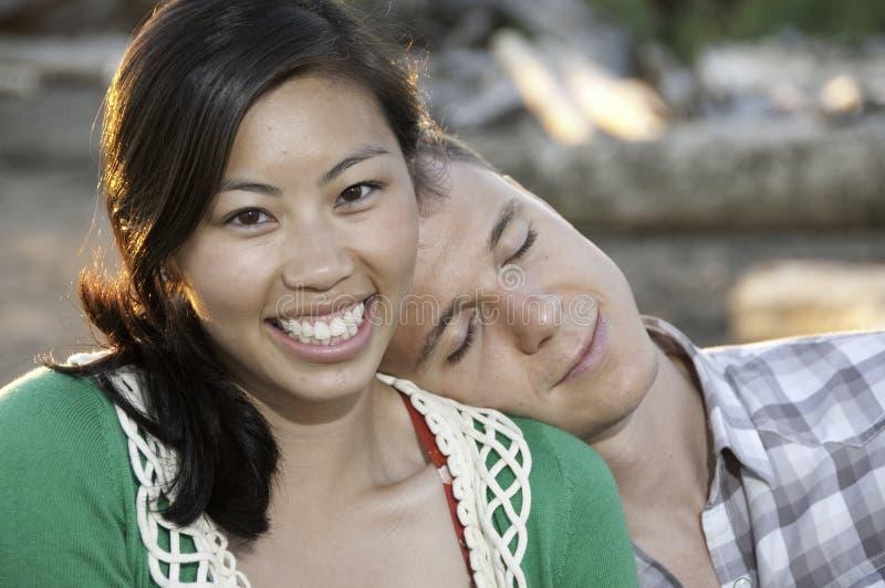 Grand sourire sur la jeune fille chinoise photographie stock libre de droits