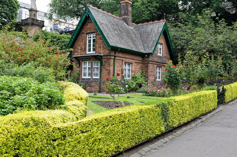 Grand Tante Lizzie`s Cottage, Princes Street Gardens, Édimbourg, Écosse photo stock