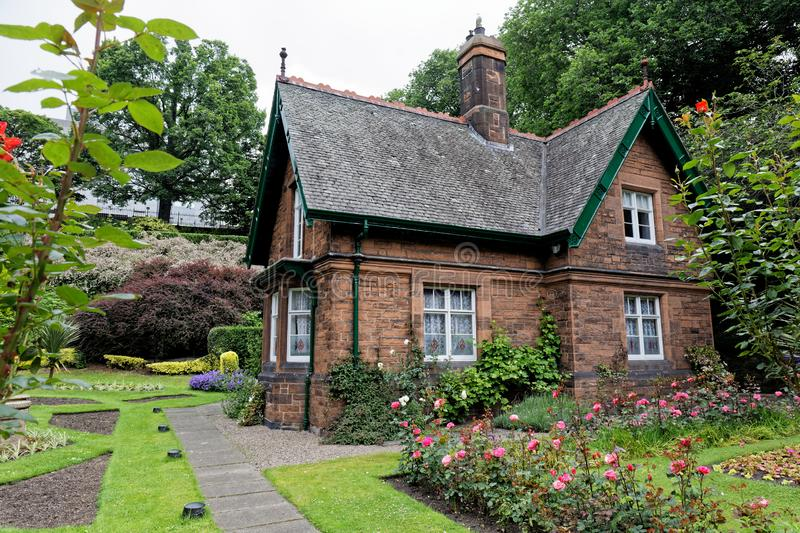 Grand Tante Lizzie`s Cottage, Princes Street Gardens, Édimbourg, Écosse photo libre de droits