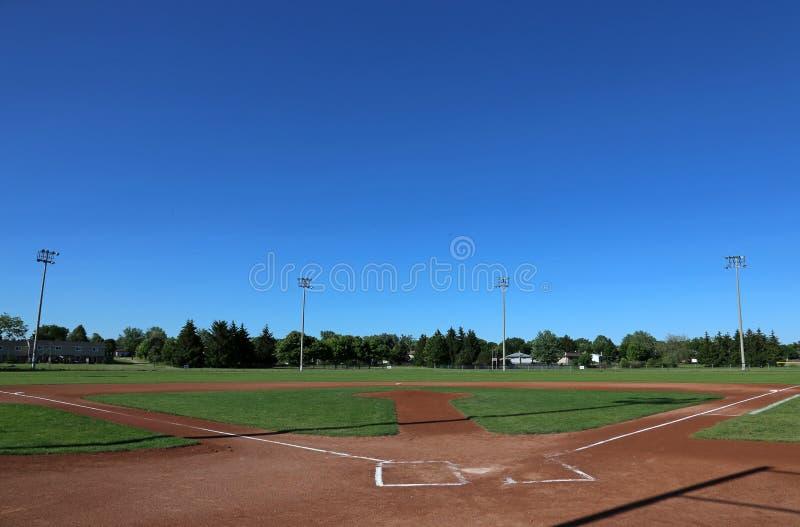 Grand terrain de base-ball de ciel photographie stock libre de droits