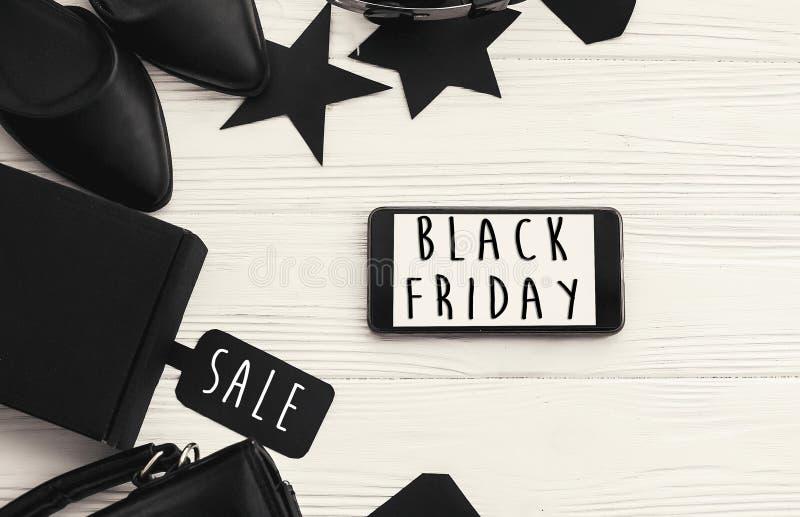 Grand texte de vente de Black Friday sur l'écran de téléphone Chr de remise spéciale photos libres de droits