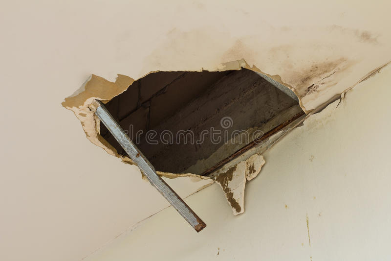 grand trou dans le plafond photo stock image du home 54652586. Black Bedroom Furniture Sets. Home Design Ideas
