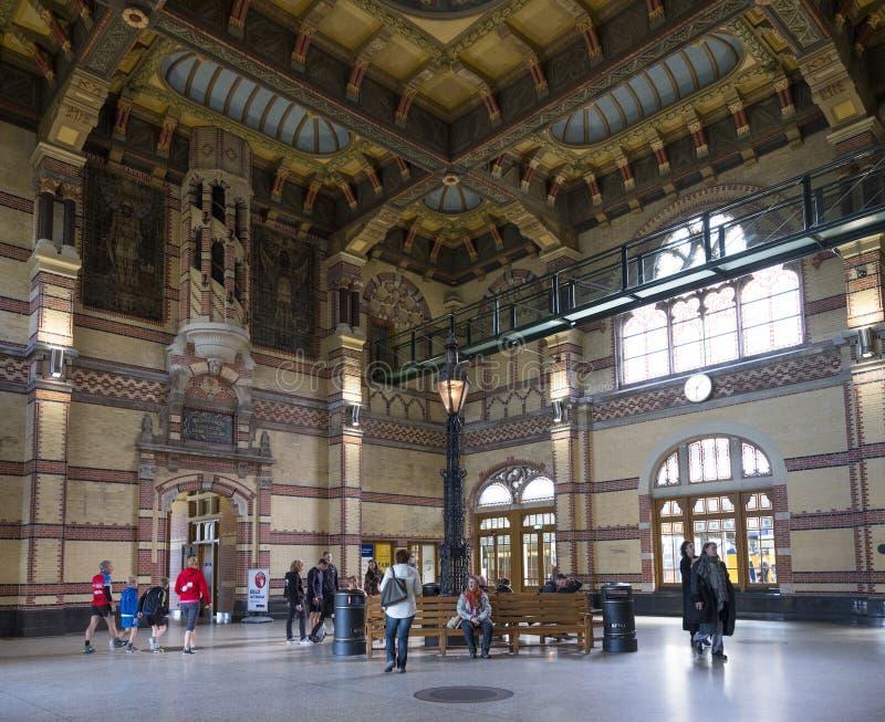 Grand vieux hall central de gare ferroviaire Groningue en Hollandes photographie stock libre de droits