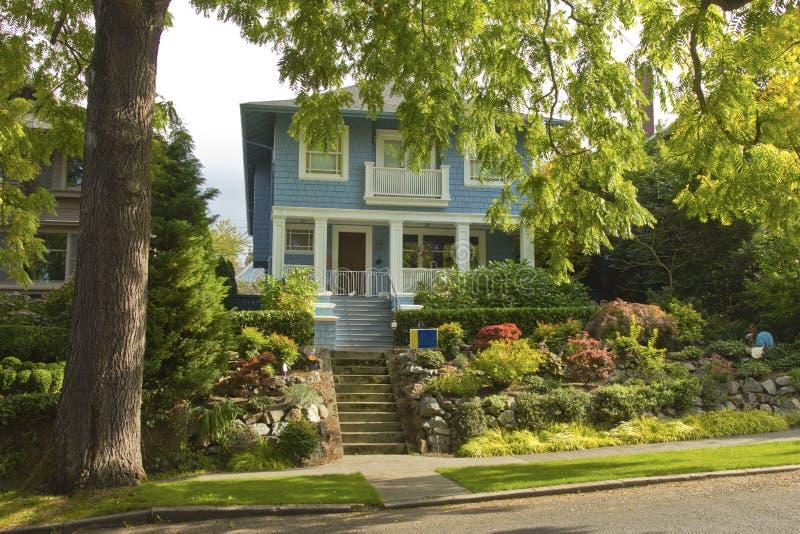 Grande área residencial Seattle WA da árvore e da casa. fotos de stock royalty free