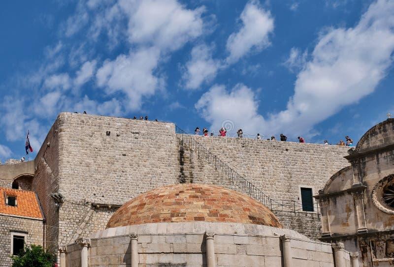 Grande église de sauveur de fontaine et de St du ` s d'Onofrio, Dubrovnik, Croatie photo stock