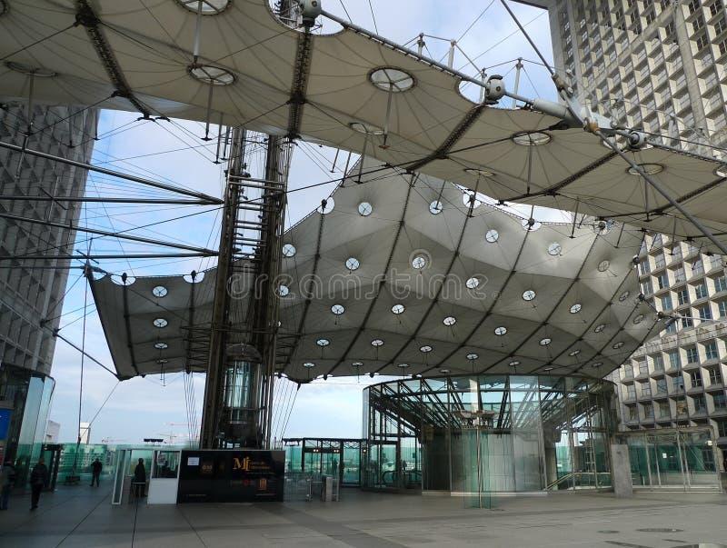 Grande Arche ist eins der Symbole von Paris lizenzfreie stockfotografie