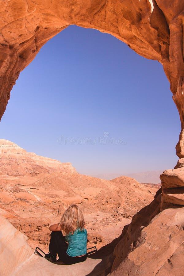 Grande arco nel parco di Timna, Israele immagini stock