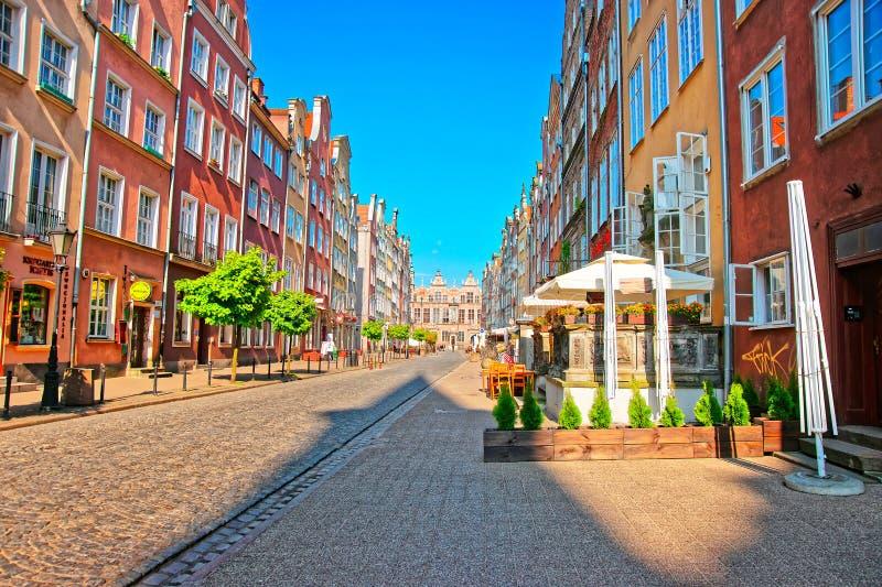 Grande arsenal na rua de Piwna no Polônia velho de Gdansk da cidade imagem de stock