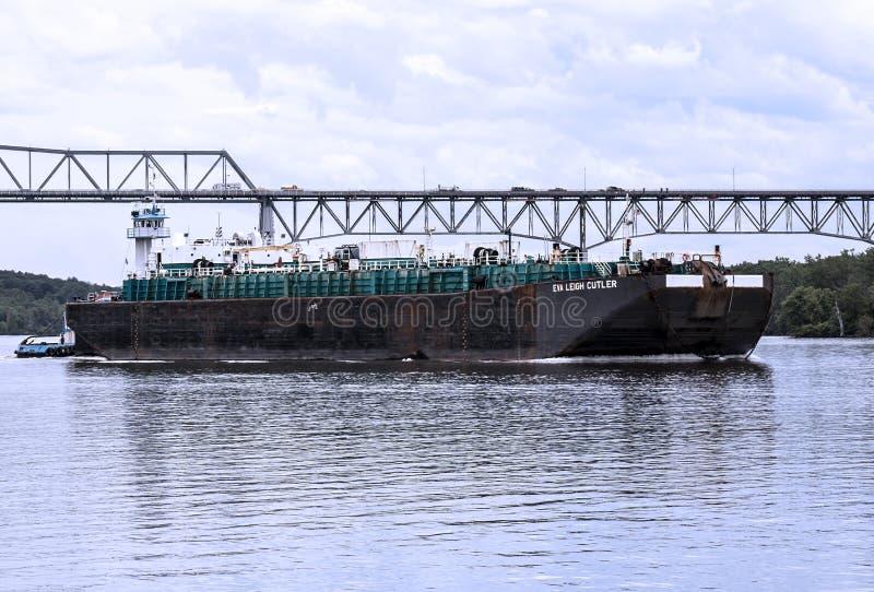 Grande barco do transporte no Rio Hudson fotos de stock royalty free