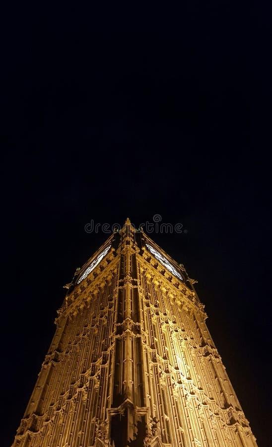 Grande Ben illuminato in su alla notte immagini stock libere da diritti