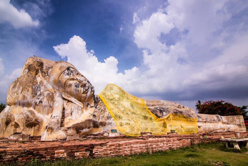 A grande Buda branca do sono em Tailândia fotografia de stock royalty free