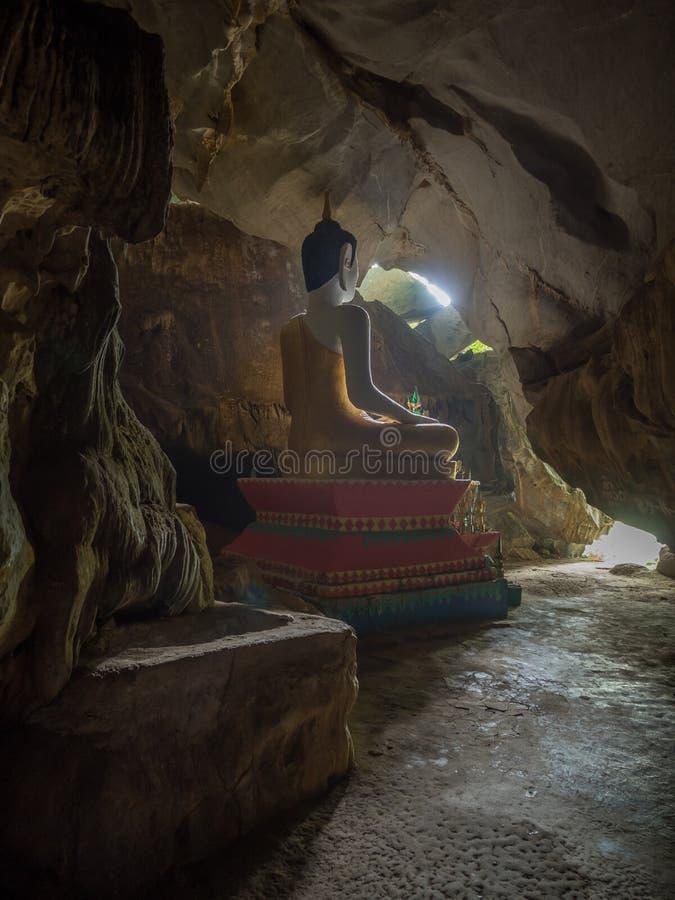 Grande Buddha decorato, Tham Hoi, Laos fotografia stock libera da diritti