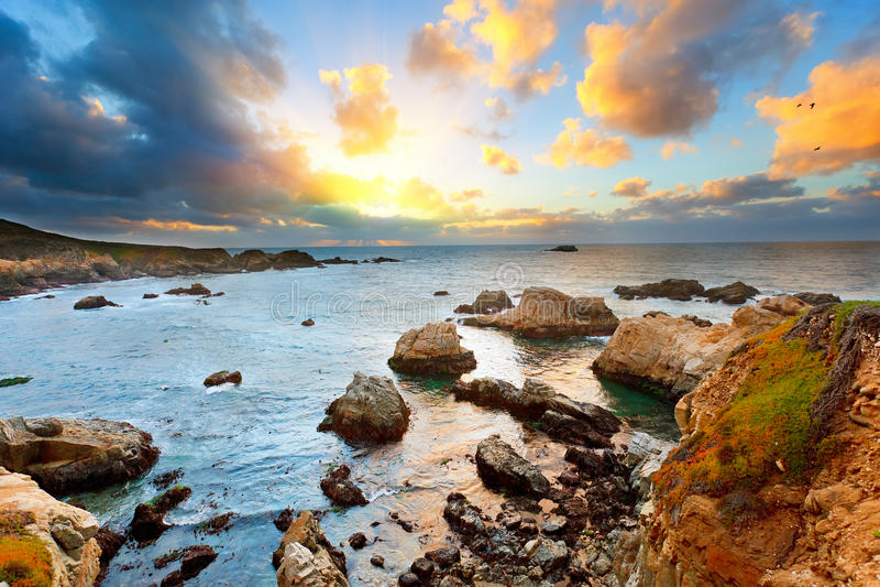 Grande côte de l'océan pacifique de Sur au coucher du soleil photo stock