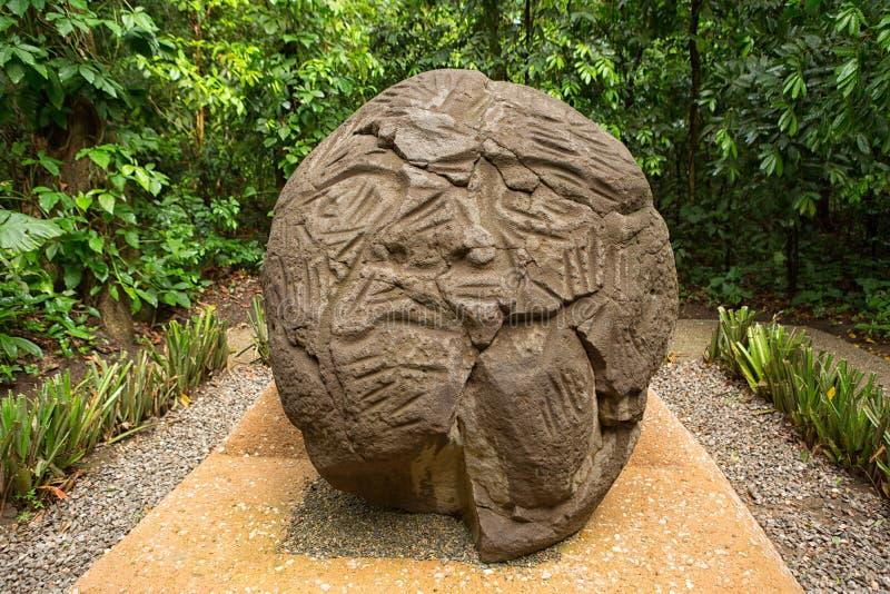 Grande cabeça cinzelada do olmec do pre-hispânico basalto fotos de stock