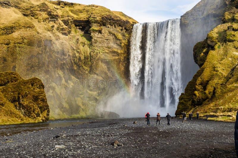 Grande cachoeira Skogafoss perto da cidade de Skogar isl?ndia fotografia de stock