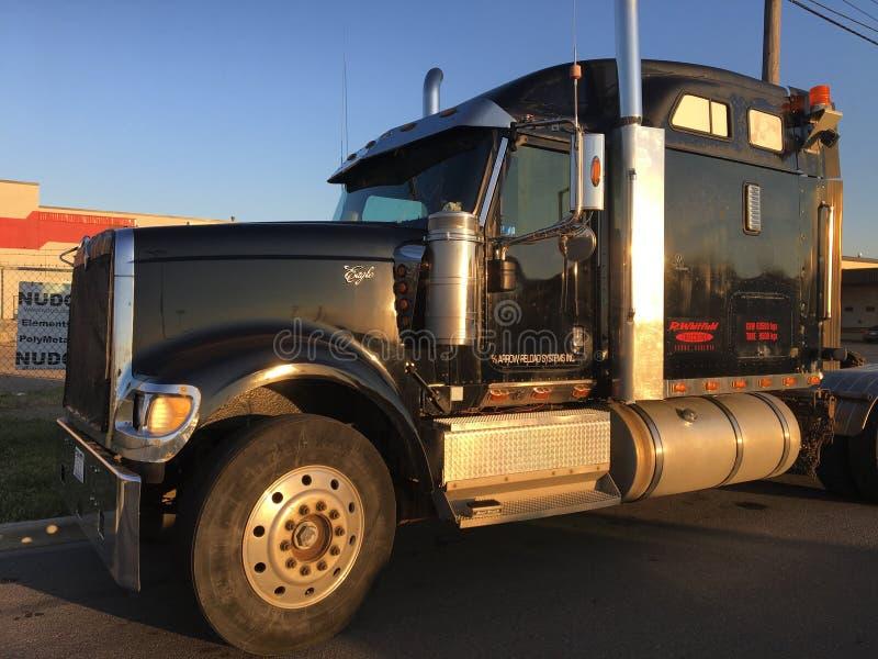 Grande camion nero senza carico immagini stock