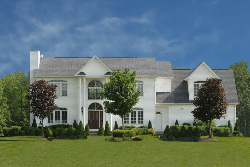 Grande casa branca fotos de stock royalty free