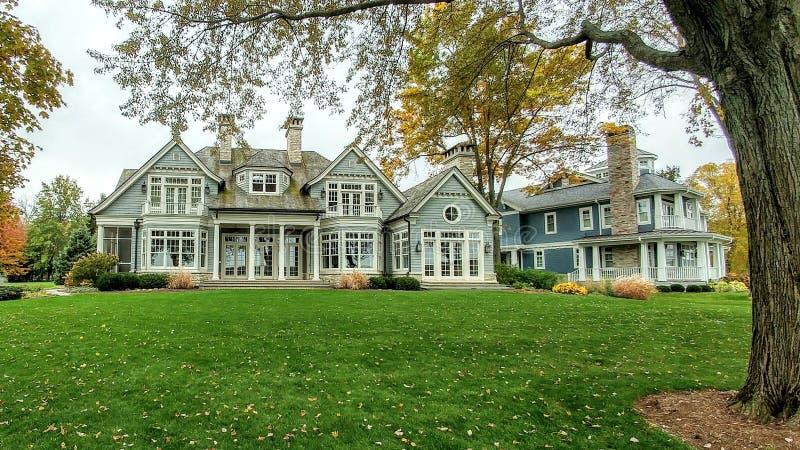 Grande casa de mansão, Shorepath, lago Genebra, WI imagens de stock