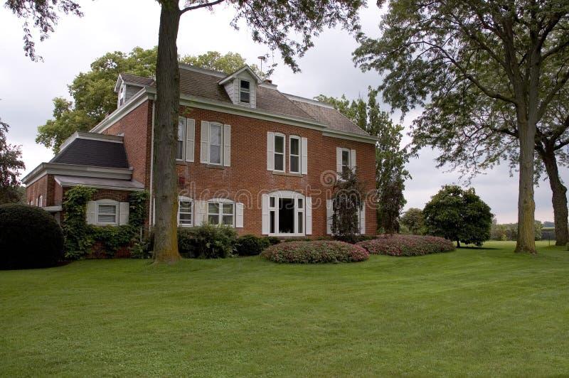 Grande casa do tijolo imagem de stock royalty free
