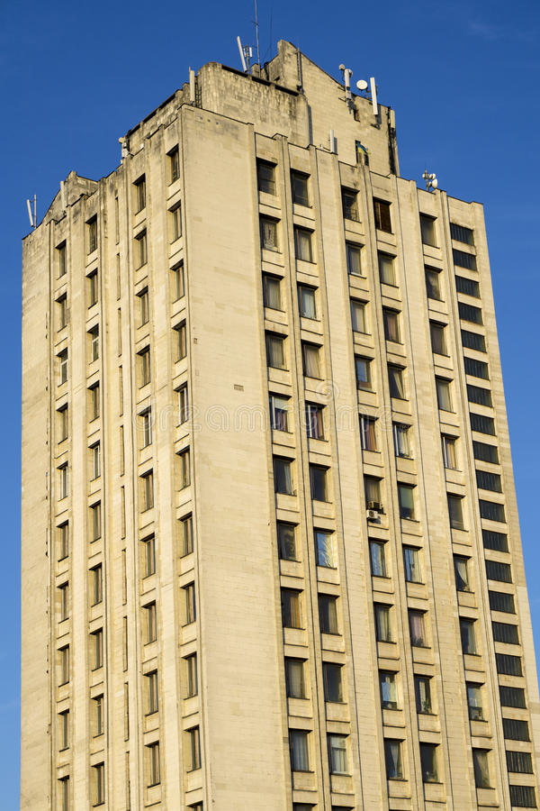 Download Grande Casa Gialla Multipiana Moderna Fotografia Stock - Immagine di livello, arco: 56890686