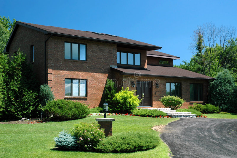 Grande casa suburbana imagens de stock