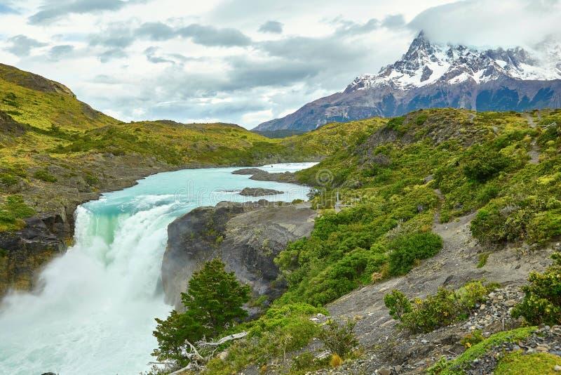 Grande cascade de Salto en Torres del Paine images stock