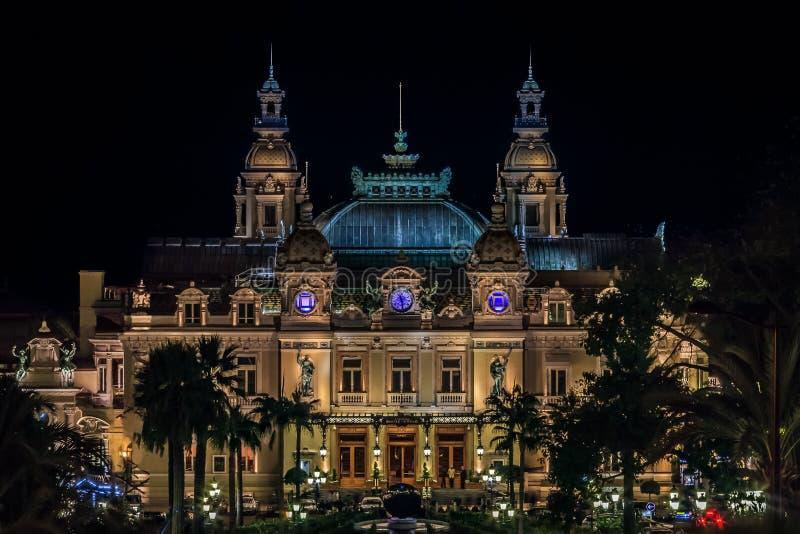 Grande casinò del Monaco a Monte Carlo alla notte con fac illuminato fotografie stock libere da diritti