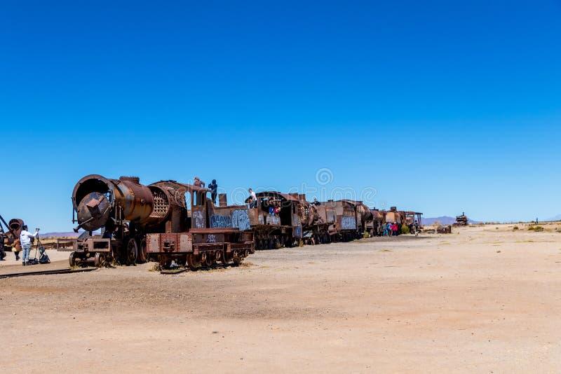 Grande cemitério do trem ou cemitério das locomotivas de vapor em Uyuni, Bolívia fotografia de stock