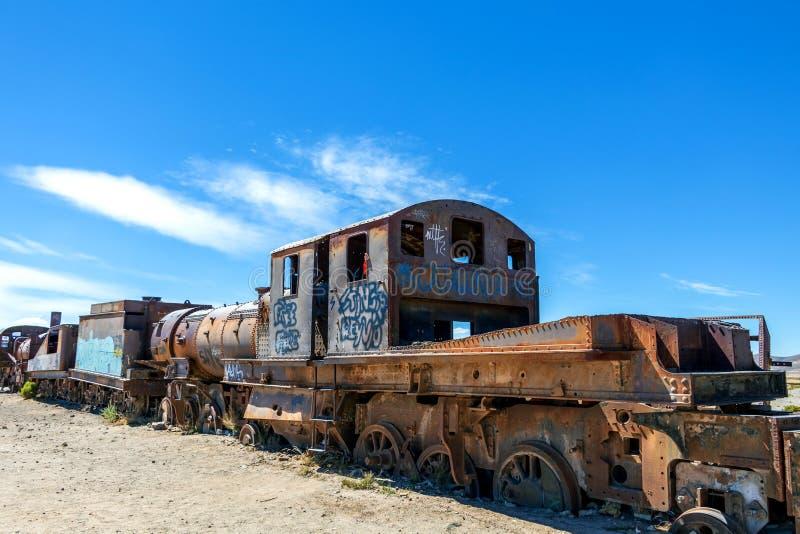 Grande cemitério do trem ou cemitério das locomotivas de vapor em Uyuni, Bolívia fotos de stock