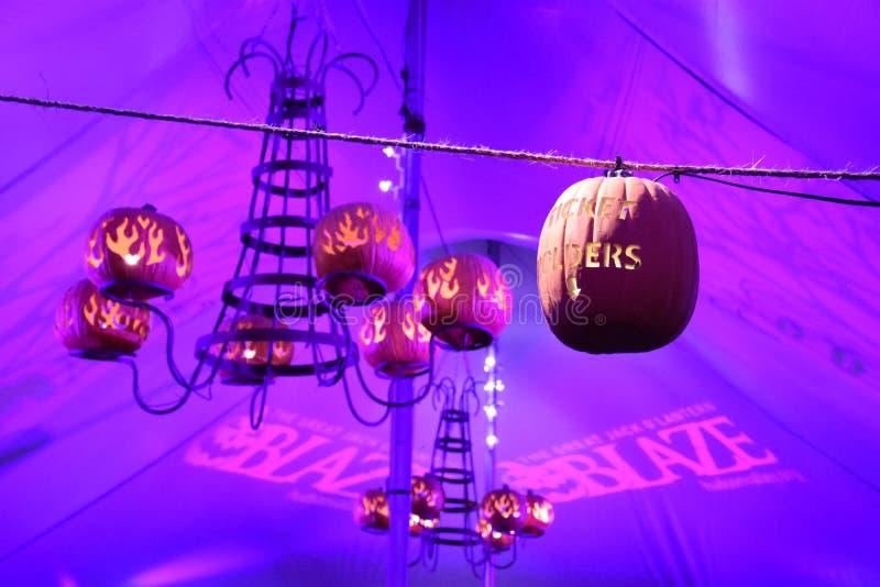 A grande chama da lanterna do ` de Jack O em Croton-em-Hudson em New York imagens de stock royalty free