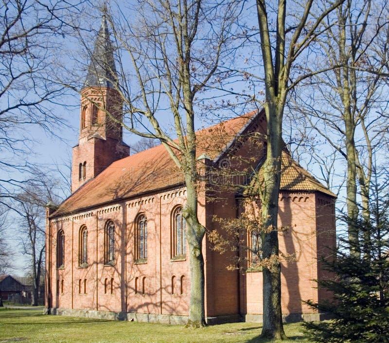 Grande chiesa del villaggio fotografia stock
