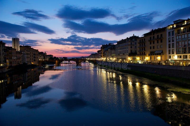 Grande cielo sopra il fiume Arno, Firenze fotografie stock libere da diritti