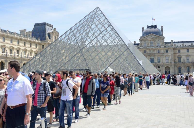 Grande coda fuori della feritoia Parigi fotografie stock